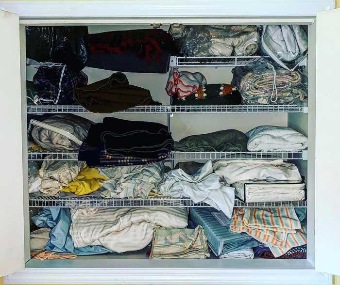Linen-closet-organization-before