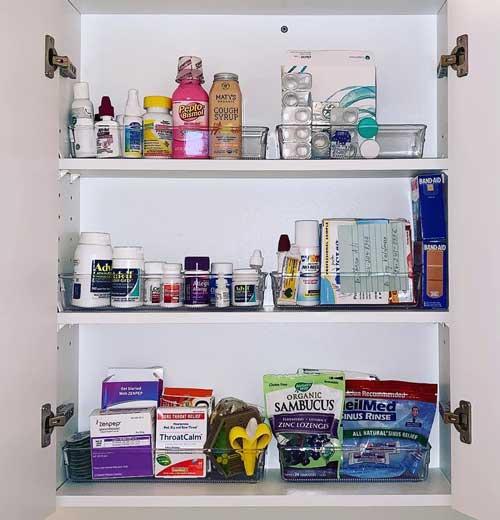 medicine-cabinet-after-organization
